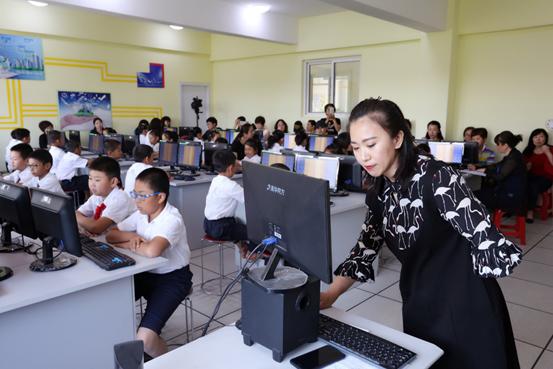 珠江五校实验小学的锐捷云课堂教室3