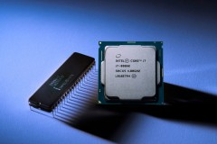 A photo of the original Intel 8086 processor from 1978 next to the new Intel Core i7-8086K limited edition processor. (Credit: Intel Corporation)